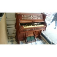 بيانو اثري بحاله ممتازه مصنوع في العام 1887